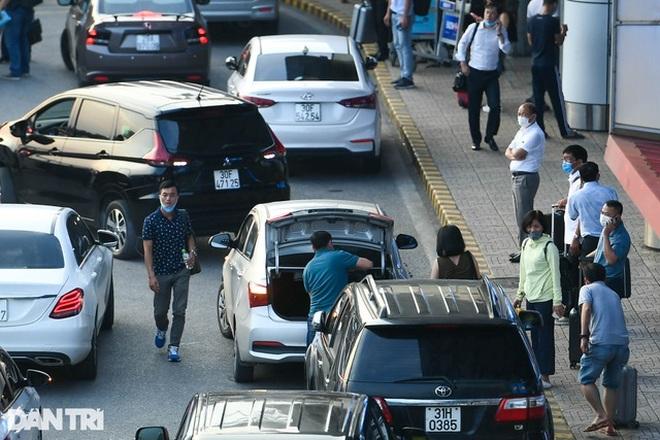 Thu phí ô tô ra, vào sân bay thấp nhất 5.000 đồng, kiểm soát như trạm BOT - 1