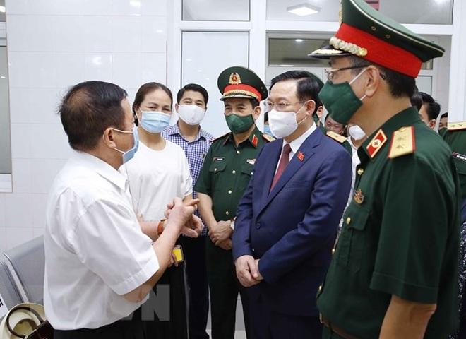 Chủ tịch Quốc hội Vương Đình Huệ thăm, làm việc tại Học viện Quân y - 2