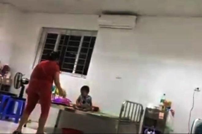 Công an xác minh clip mẹ đánh đập con nhỏ trong bệnh viện - 1