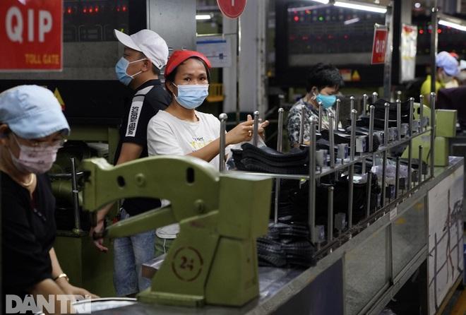 TPHCM chuẩn bị để vừa cách ly, vừa sản xuất tại các doanh nghiệp - 1
