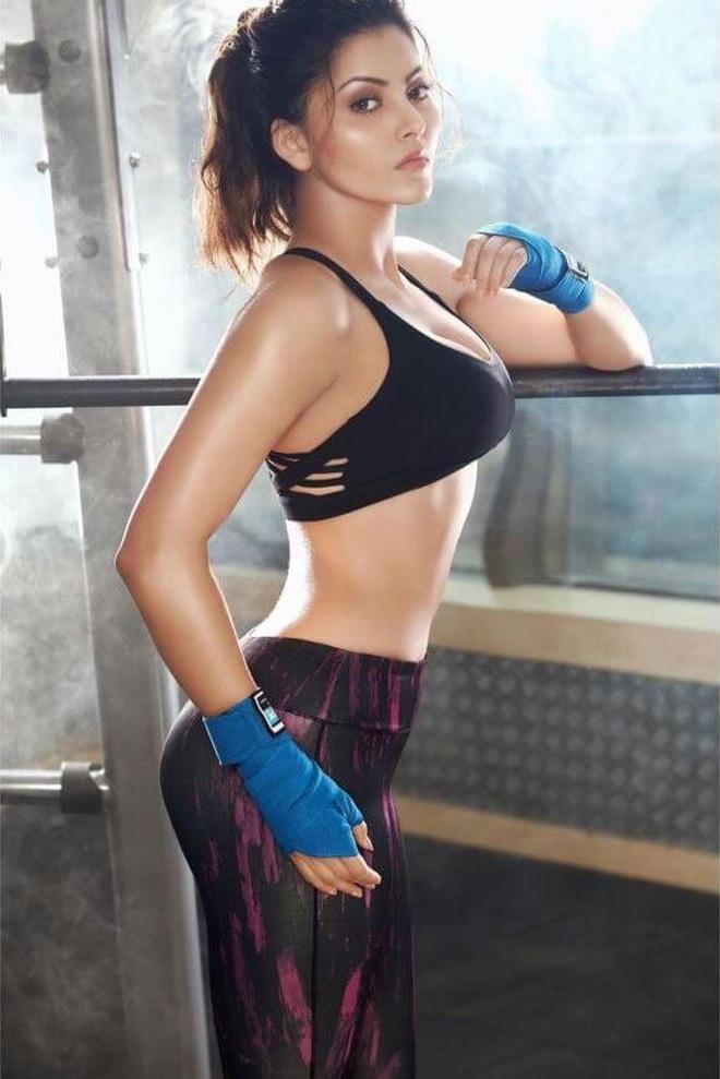 Hoa hậu Ấn Độ gây sốt khi khoe clip cho huấn luyện viên đấm vào bụng - 7