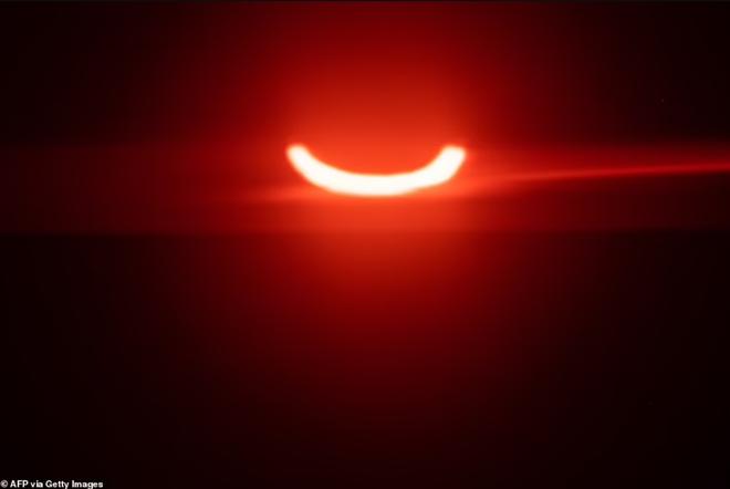 Vòng tròn lửa đầy ma mị xuất hiện trên bầu trời  - 7