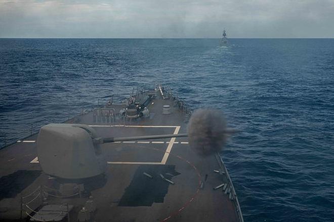 Tàu chiến Mỹ - Australia tập trận bắn đạn thật trên Biển Đông - 1