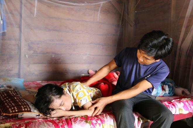 Rớt nước mắt cậu bé 5 tuổi khẩn cầu sự sống cho mẹ giữa đại ngàn Tây Nguyên - 3