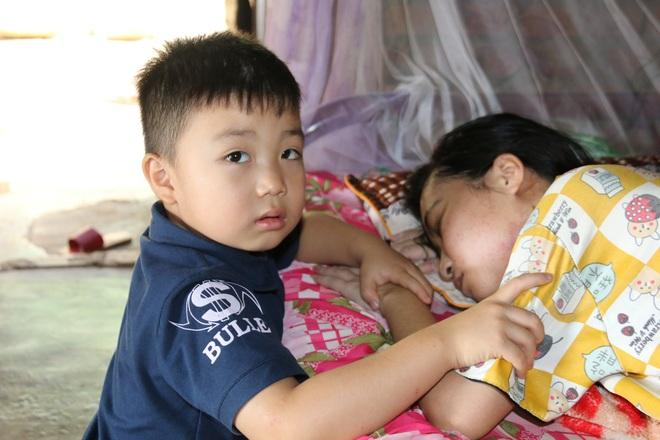 Rớt nước mắt cậu bé 5 tuổi khẩn cầu sự sống cho mẹ giữa đại ngàn Tây Nguyên - 4