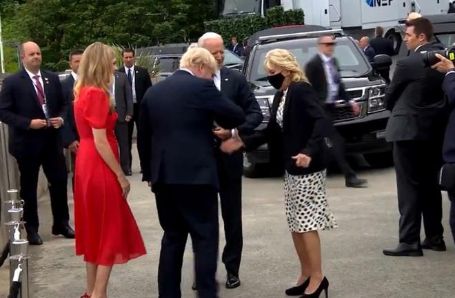 Màn chào hỏi bối rối trong cuộc gặp của Tổng thống Mỹ và Thủ tướng Anh - 2