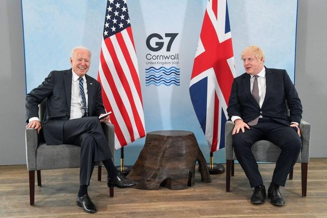 Màn chào hỏi bối rối trong cuộc gặp của Tổng thống Mỹ và Thủ tướng Anh - 3