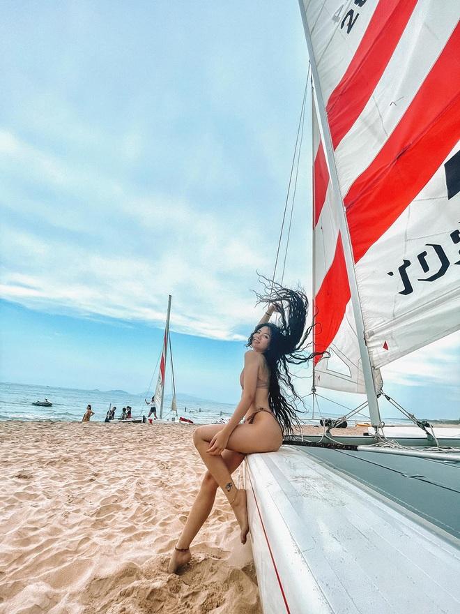 Ngắm body sexy của rich kid Đặng Tiểu Tô Sa trong trang phục bikini - 5