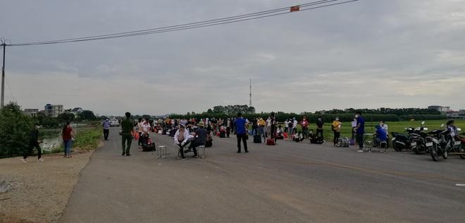 Hơn 7.000 công nhân ở tâm dịch Bắc Giang muốn về quê Lạng Sơn - 1