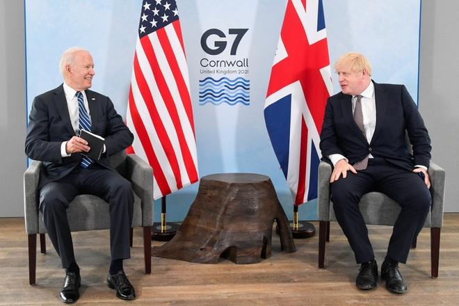 Tiết lộ món quà ông Biden và Thủ tướng Anh tặng nhau trong lần đầu gặp mặt - 1