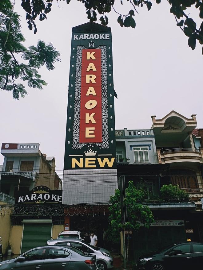 Bay lắc bất chấp dịch Covid-19, 4 dân chơi bị gom tại quán karaoke - 1