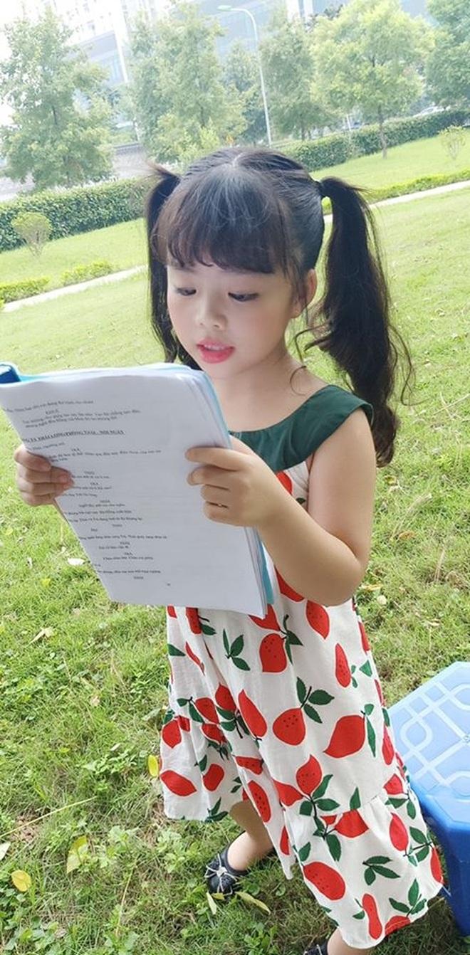 Mẹ của diễn viên nhí Phụng Nghi tiết lộ tính cách ngoài đời của bé - 5