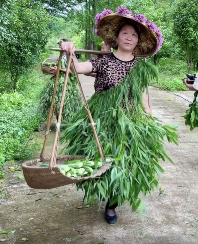 Tuyệt chiêu bán rau của nông phụ Trung Quốc - 2