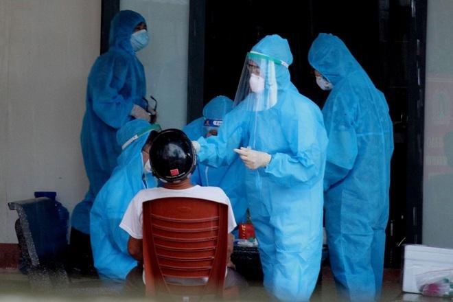 Hà Tĩnh: Thêm 7 ca dương tính với SARS-CoV-2, phong tỏa một chung cư - 2