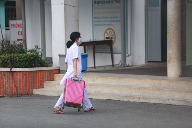 TPHCM: 3 nhân viên Bệnh viện Bệnh nhiệt đới nghi nhiễm SARS-CoV-2 - 4
