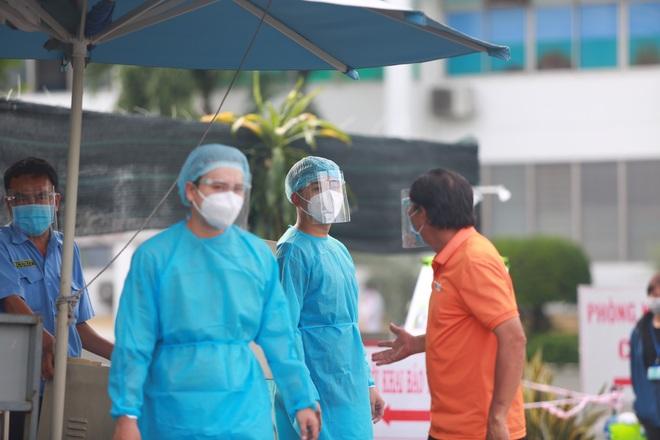 TPHCM: 3 nhân viên Bệnh viện Bệnh nhiệt đới nghi nhiễm SARS-CoV-2 - 3