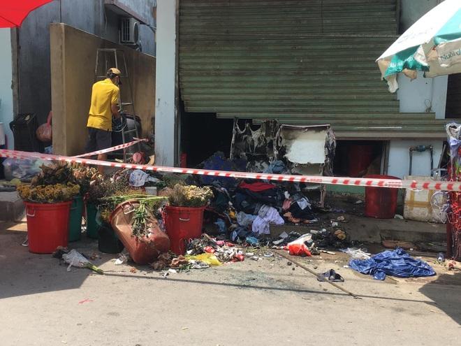 Khởi tố kẻ khóa cửa đốt nhà đôi vợ chồng bán hoa ở Sài Gòn - 2