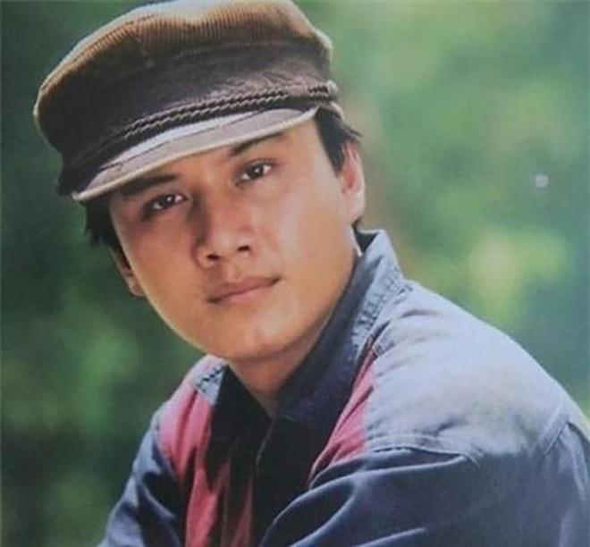 Ngoại hình điển trai thời trẻ của những tài tử màn ảnh Việt thập niên 90 - 1