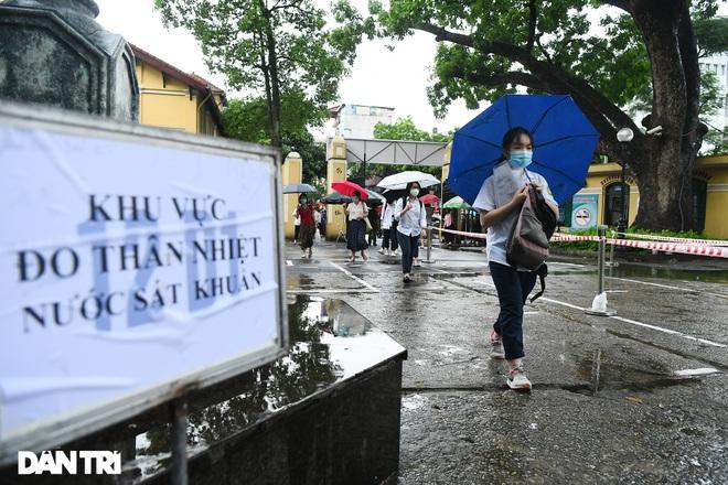 Thí sinh Hà Nội làm bài thi ngữ văn, ngoại ngữ trong thời tiết mát mẻ - 6