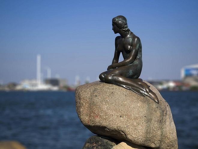 Tiết lộ bất ngờ về nàng tiên cá ở quê hương danh thủ Đan Mạch Eriksen - 1