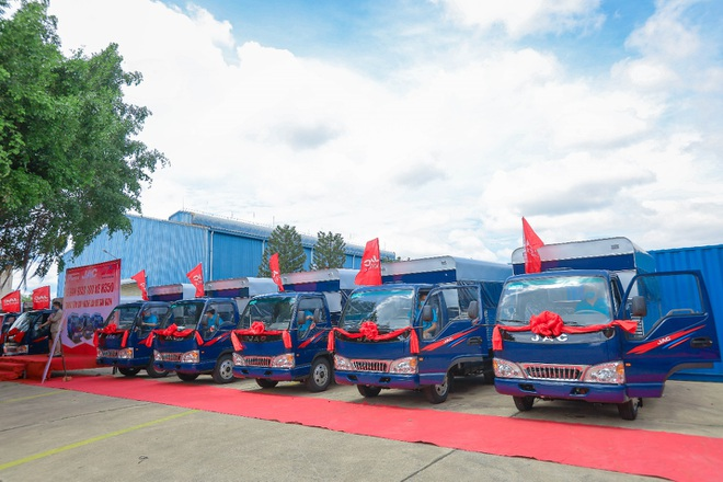 Jac bàn giao 100 xe trường lái H350 cho Trung tâm dạy nghề lái xe Sài Gòn - 3