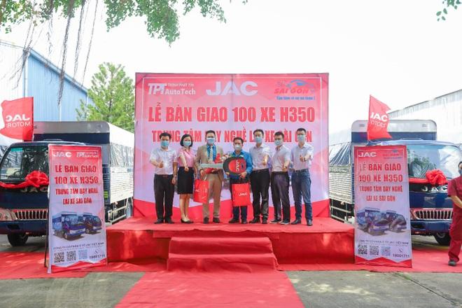 Jac bàn giao 100 xe trường lái H350 cho Trung tâm dạy nghề lái xe Sài Gòn - 5