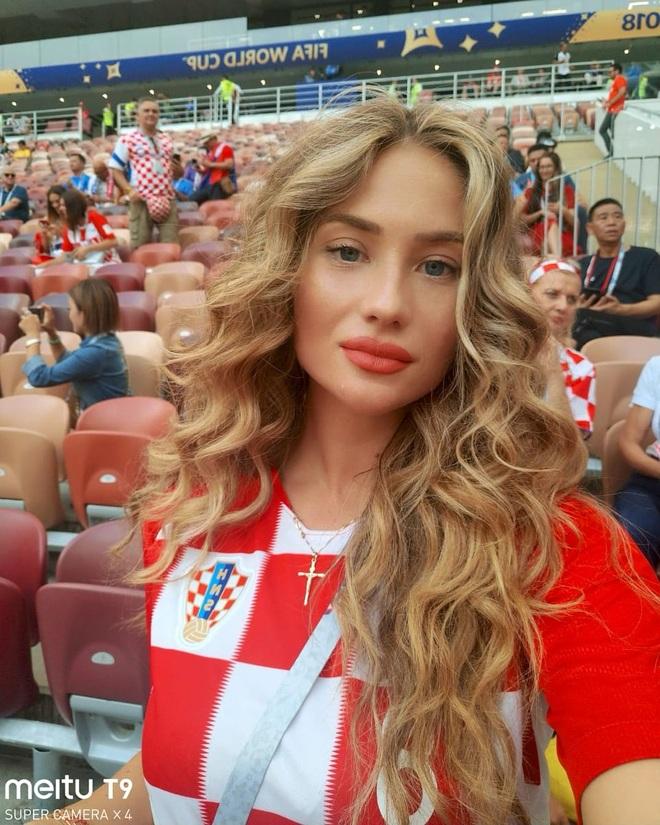 Dàn mỹ nhân hậu phương của tuyển Anh và Croatia đọ sắc nóng bỏng - 2