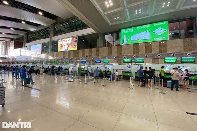 Khẩn cấp chặn hành khách dùng giấy phép lái xe giả đi máy bay - 1