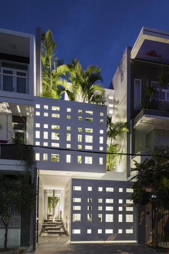 Thiết kế nhà độc đáo với 400 lỗ ánh sáng, tiền điện 250.000 đồng/tháng - 2
