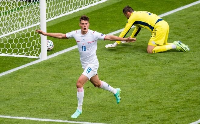 Scotland 0-2 CH Séc: Siêu phẩm xuất sắc từ giữa sân - 1