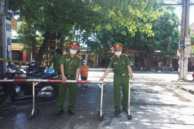 Khẩn trương tiếp tế cho cư dân bị phong tỏa tại TP Vinh - 2