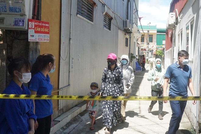 Khẩn trương tiếp tế cho cư dân bị phong tỏa tại TP Vinh - 4