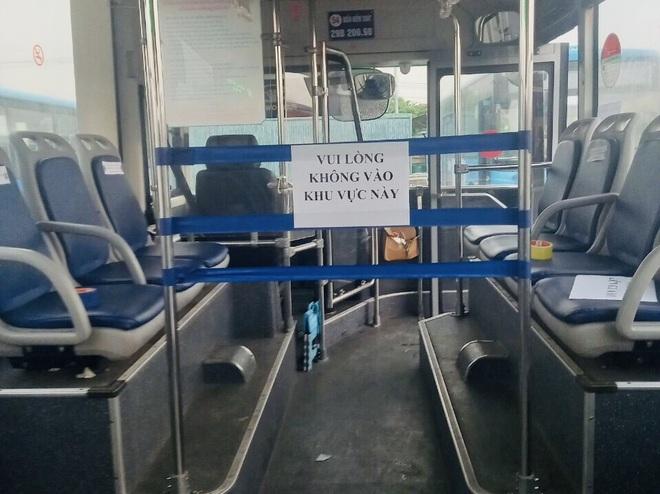 20 xe buýt đang đến ổ dịch Bắc Giang đón gần 290 người về Hà Nội - 2