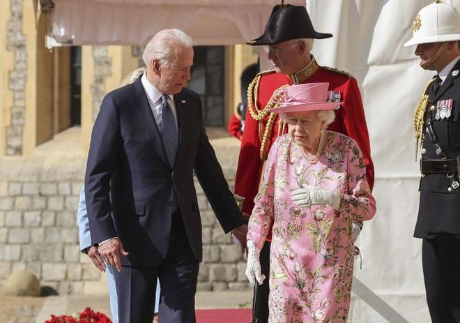 Hai nguyên thủ được nhắc đến trong tiệc trà của ông Biden với Nữ hoàng Anh - 4