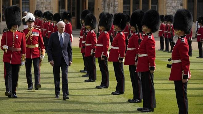 Hai nguyên thủ được nhắc đến trong tiệc trà của ông Biden với Nữ hoàng Anh - 2