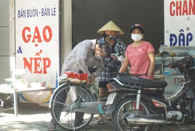 Khẩn trương tiếp tế cho cư dân bị phong tỏa tại TP Vinh - 7