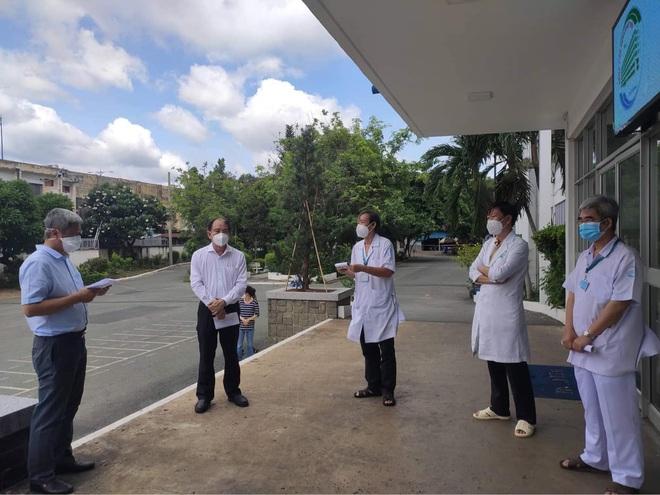TPHCM: 13 khoa phòng Bệnh viện Bệnh Nhiệt Đới có người nhiễm SARS-CoV-2 - 4