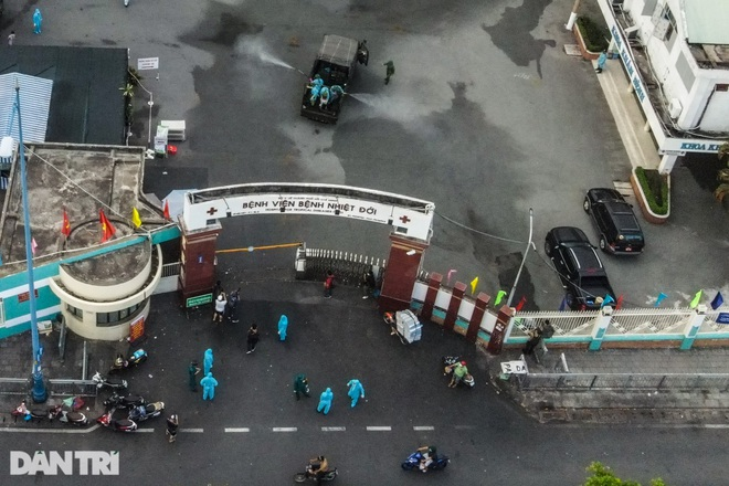 TPHCM: 13 khoa phòng Bệnh viện Bệnh Nhiệt Đới có người nhiễm SARS-CoV-2 - 3