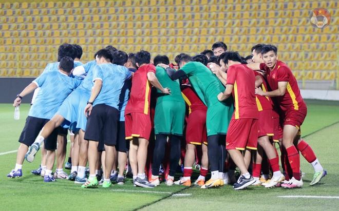 HLV Park Hang Seo cầu nguyện trước trận gặp UAE - 2