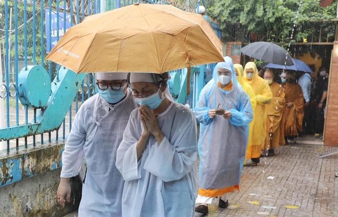 Gia đình, đồng nghiệp đội mưa đưa tiễn đạo diễn Lê Cung Bắc - 8