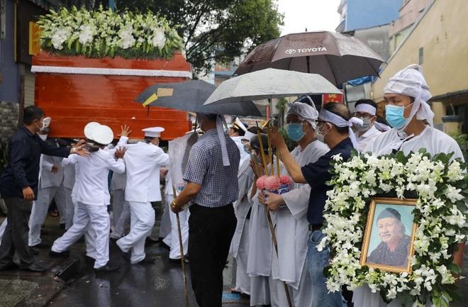 Gia đình, đồng nghiệp đội mưa đưa tiễn đạo diễn Lê Cung Bắc - 9