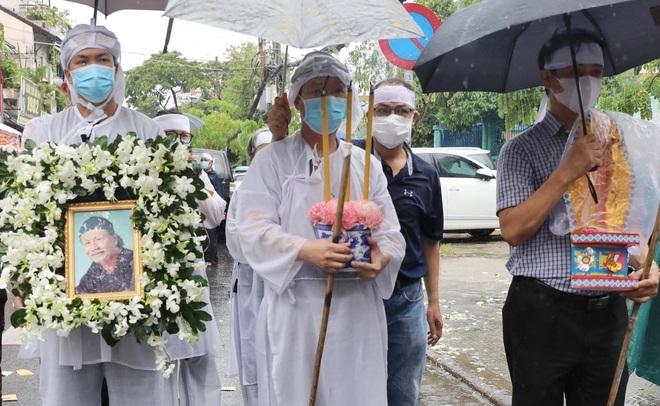 Gia đình, đồng nghiệp đội mưa đưa tiễn đạo diễn Lê Cung Bắc - 10