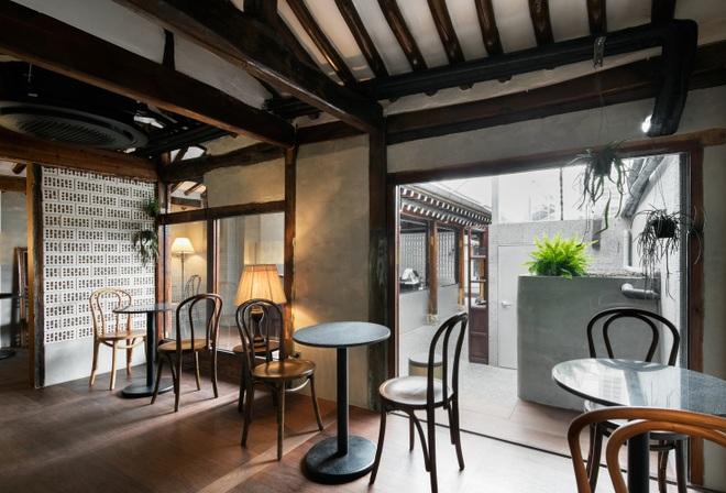 Quán cà phê đẹp như tranh tái hiện kiến trúc nhà cổ Hàn Quốc - 9