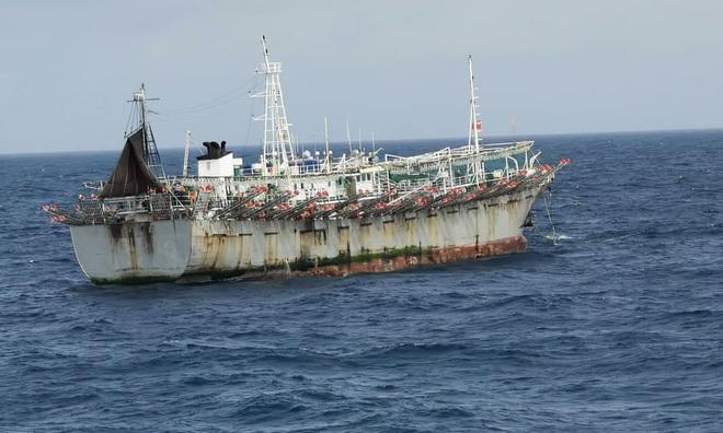 Đội tàu khổng lồ Trung Quốc thống trị ngư trường màu mỡ nhất thế giới - 2