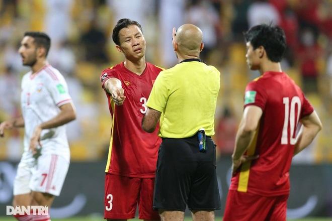 Công Phượng đã bị mất oan quả penalty ở trận gặp UAE - 2