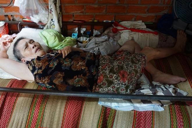Người phụ nữ có đôi chân tí hon và nỗi bất hạnh bị chồng phụ bạc - 4