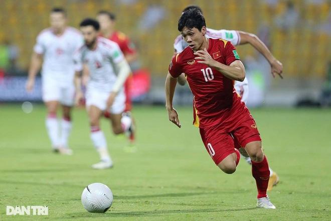 Công Phượng đã bị mất oan quả penalty ở trận gặp UAE - 1