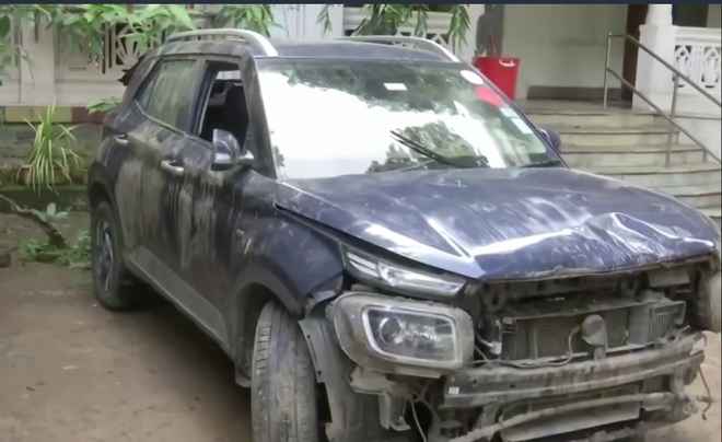Kinh hoàng khoảnh khắc ô tô bị hố tử thần nuốt chửng - 2