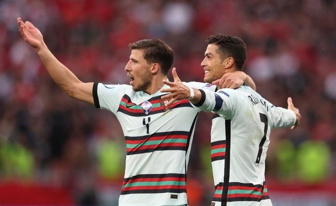 C.Ronaldo nói gì sau khi đi vào lịch sử Euro? - 1