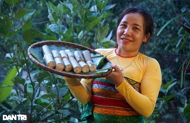 A unique dish of rice dishes in a bamboo tube, bringing the breath of the mountains and forests - 1